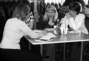 Участники конференции работают на мастер-классе